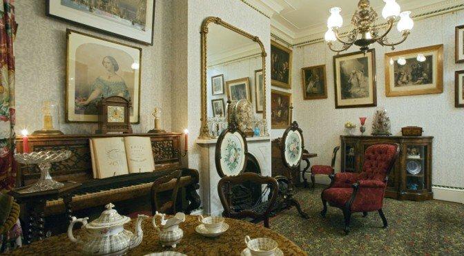 La storia dei tessuti d\'arredamento e soggiorni al museo Geffrye