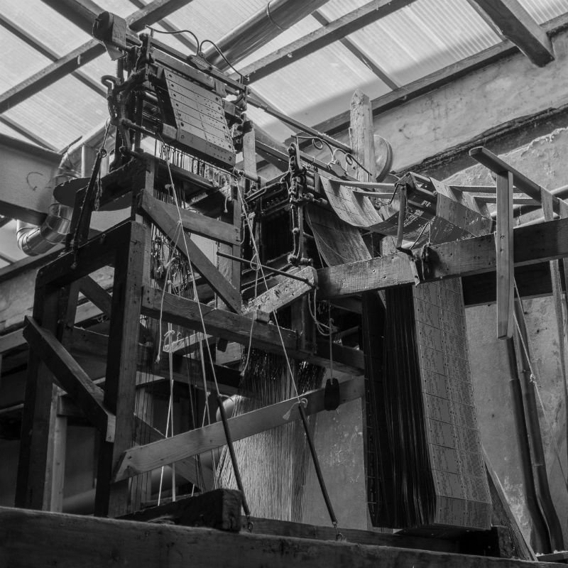 Jacquard weaving: how does a handloom with this machine work