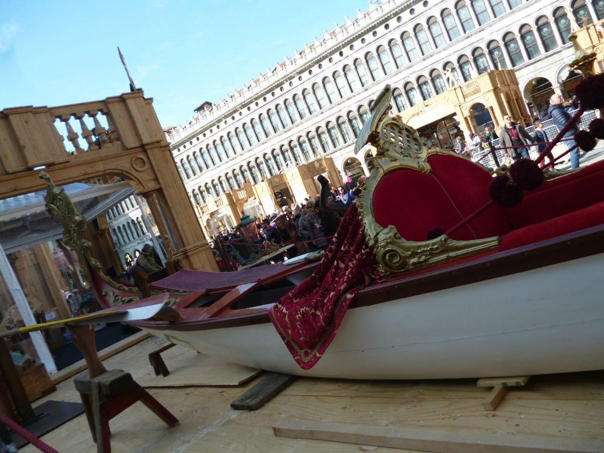 Gondola con tessuti veneziani | Tessitura Bevilacqua