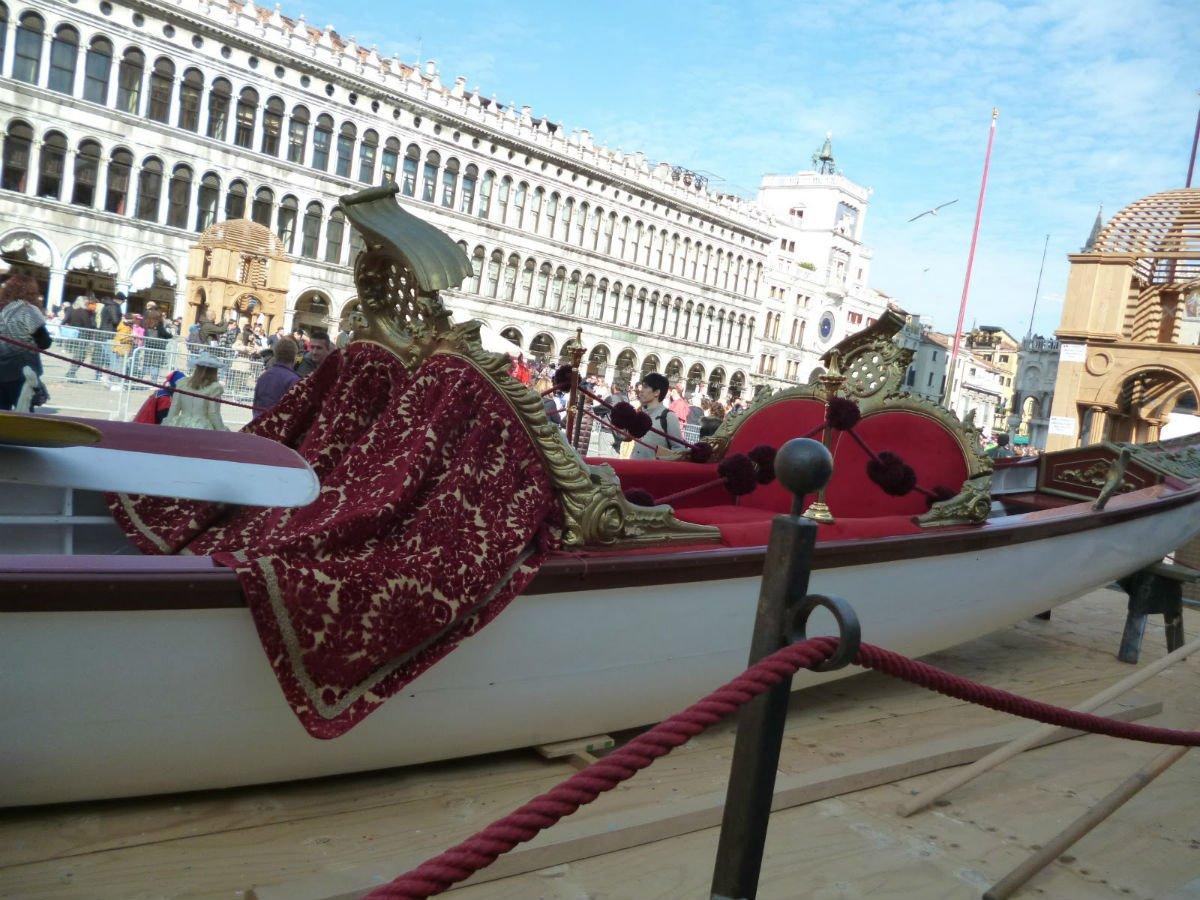 Gondola con velluti veneziani | Tessitura Bevilacqua