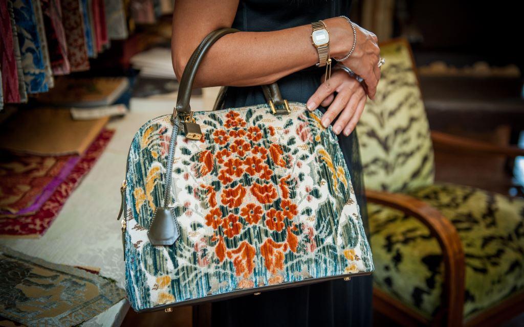 The day handbag that celebrates femininity: Elena