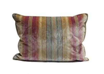 Бархатная подушка «Rigato»