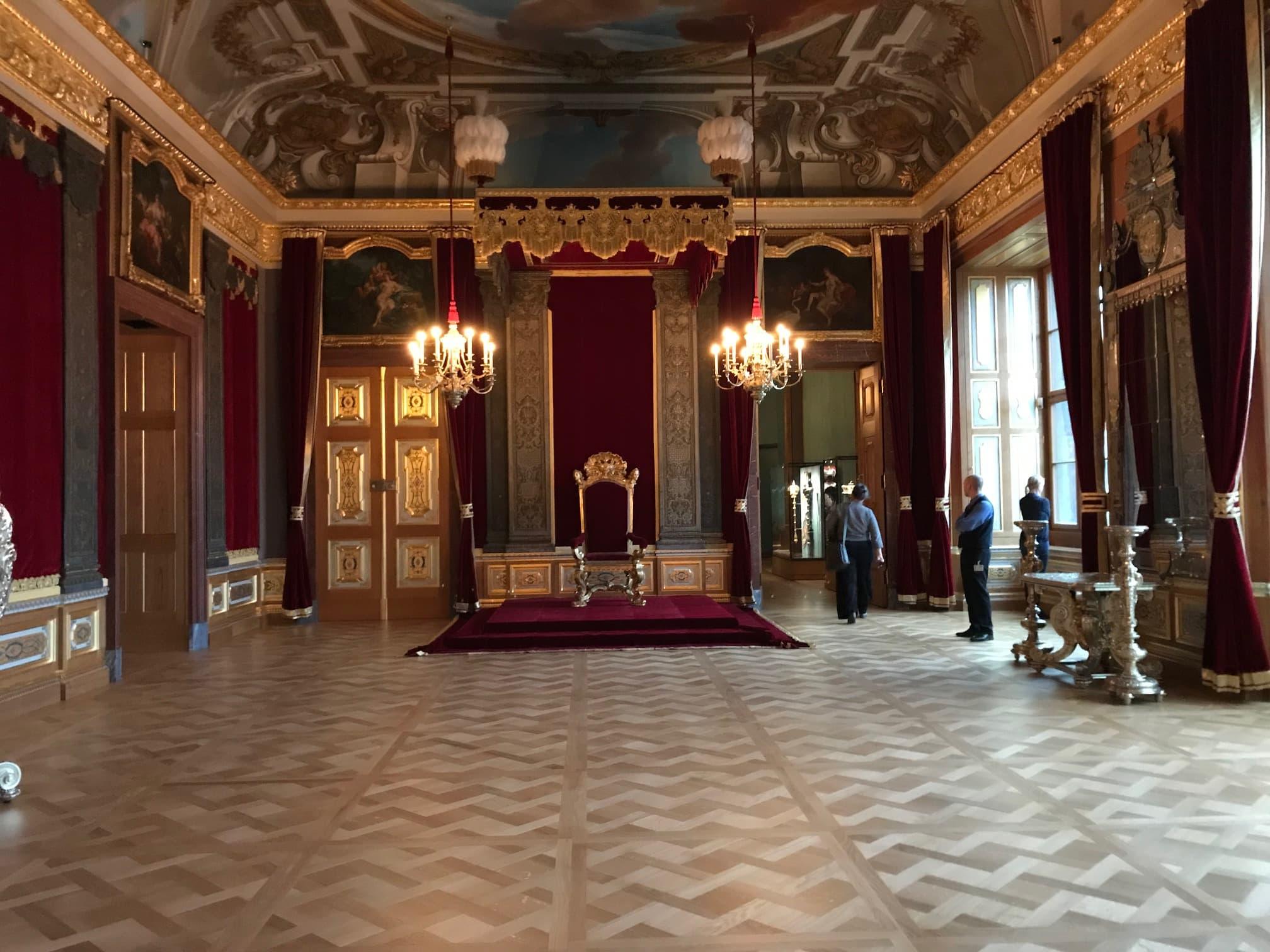 Sala Udienze Palazzo residenziale Dresda Velluto rosso | Tessitura Bevilacqua