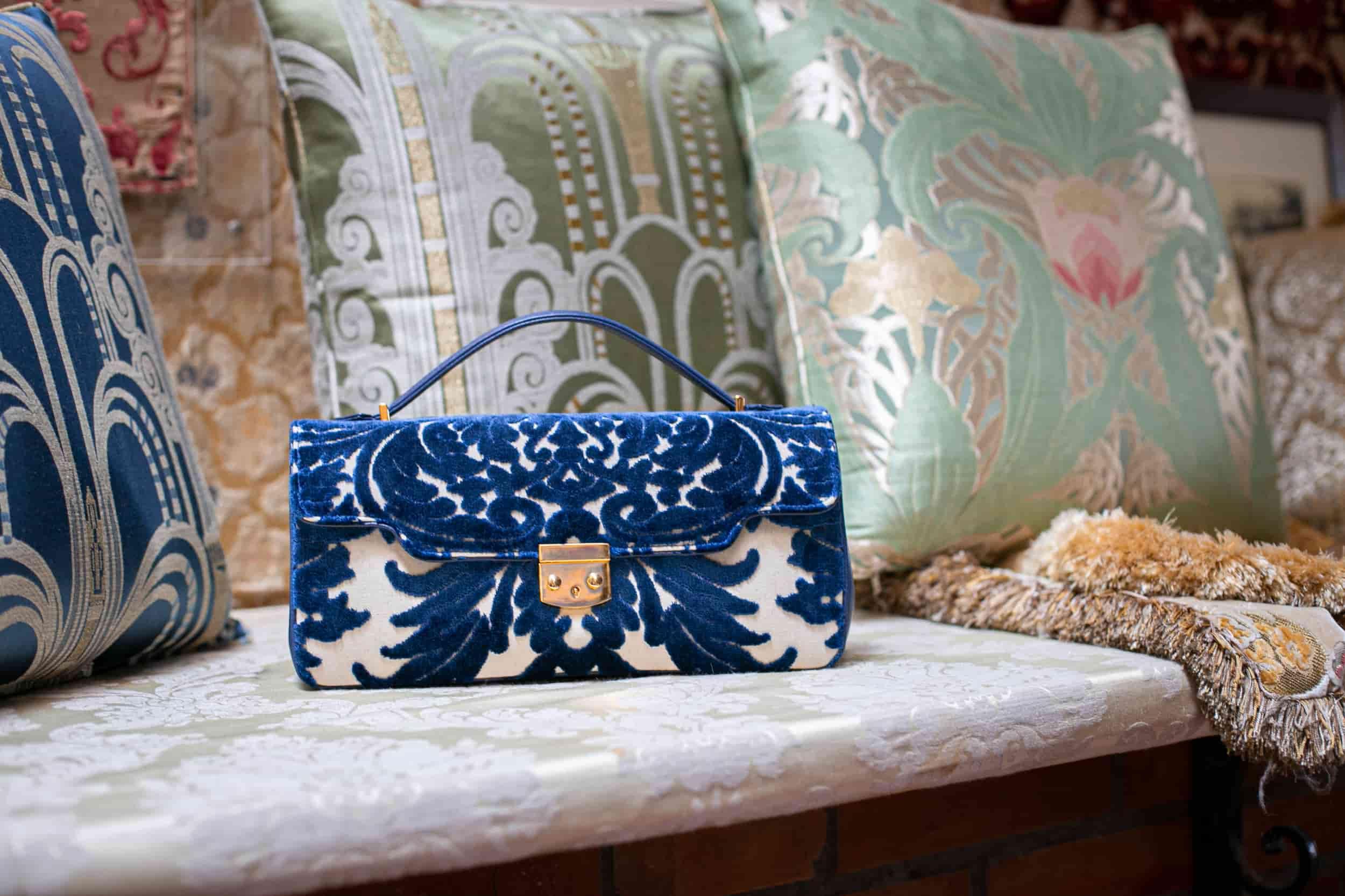 Anna baguette extra large velluto Lepanto blu e bianco | Tessitura Bevilacqua