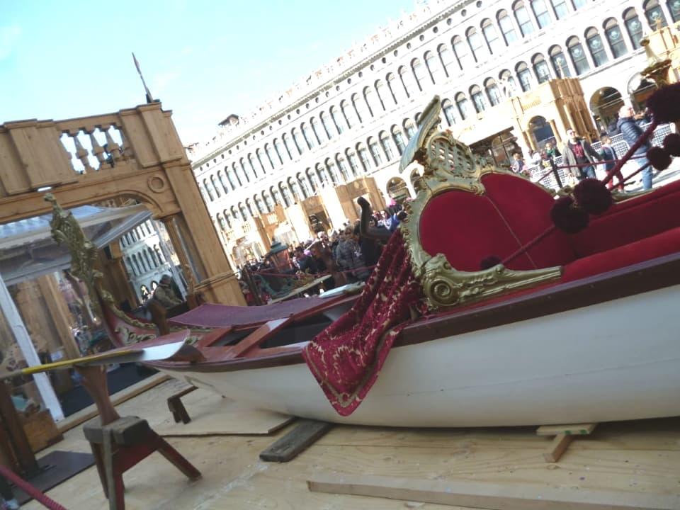 Gondola Dogaressa con velluto Ardis rosso | Tessitura Bevilacqua